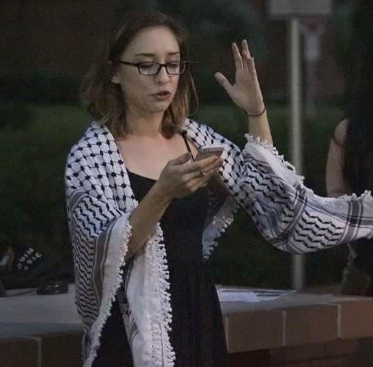 لارا القاسم ..الطالبة الفلسطينية الأمريكية التي هزت المؤسسة الأكاديمية الإسرائيلية