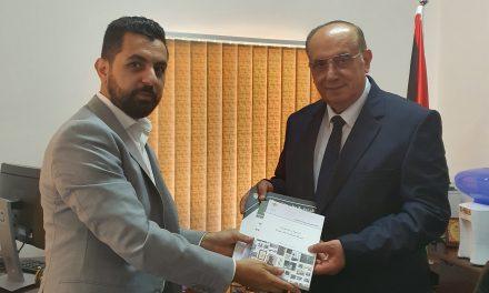 وزير التعليم العالي والبحث العلمي يزور مركز الأبحاث في منظمة التحرير الفلسطينية
